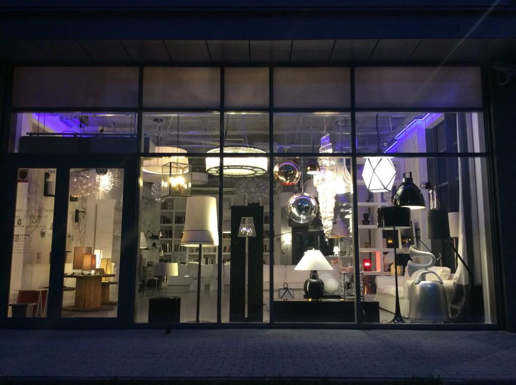 Goemi Woronicza salon z lampami. Oświetlenie